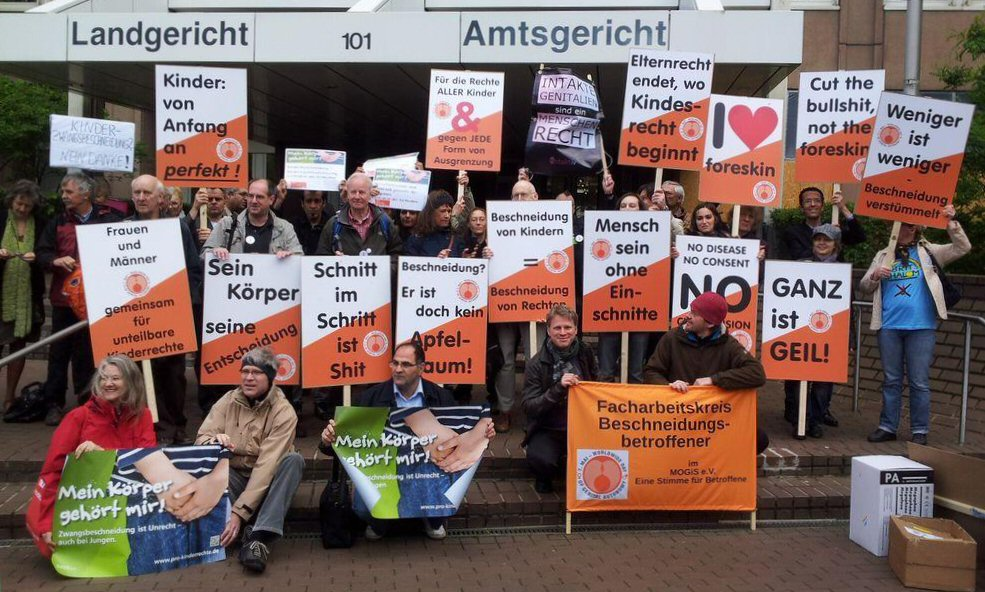 Demonstration at Cologne courthouse, May 7, 2014